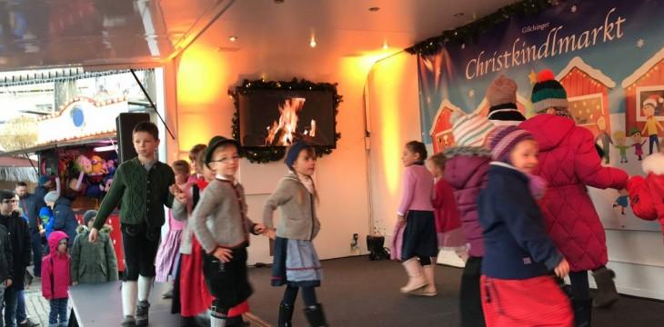 Die Kindertanzgruppe aufm Guichinger Christkindlmarkt